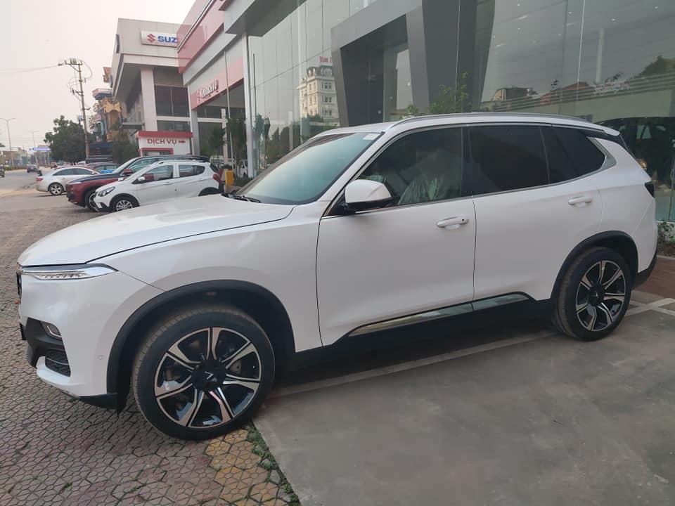 Vinfast Lux SA SUV màu trắng
